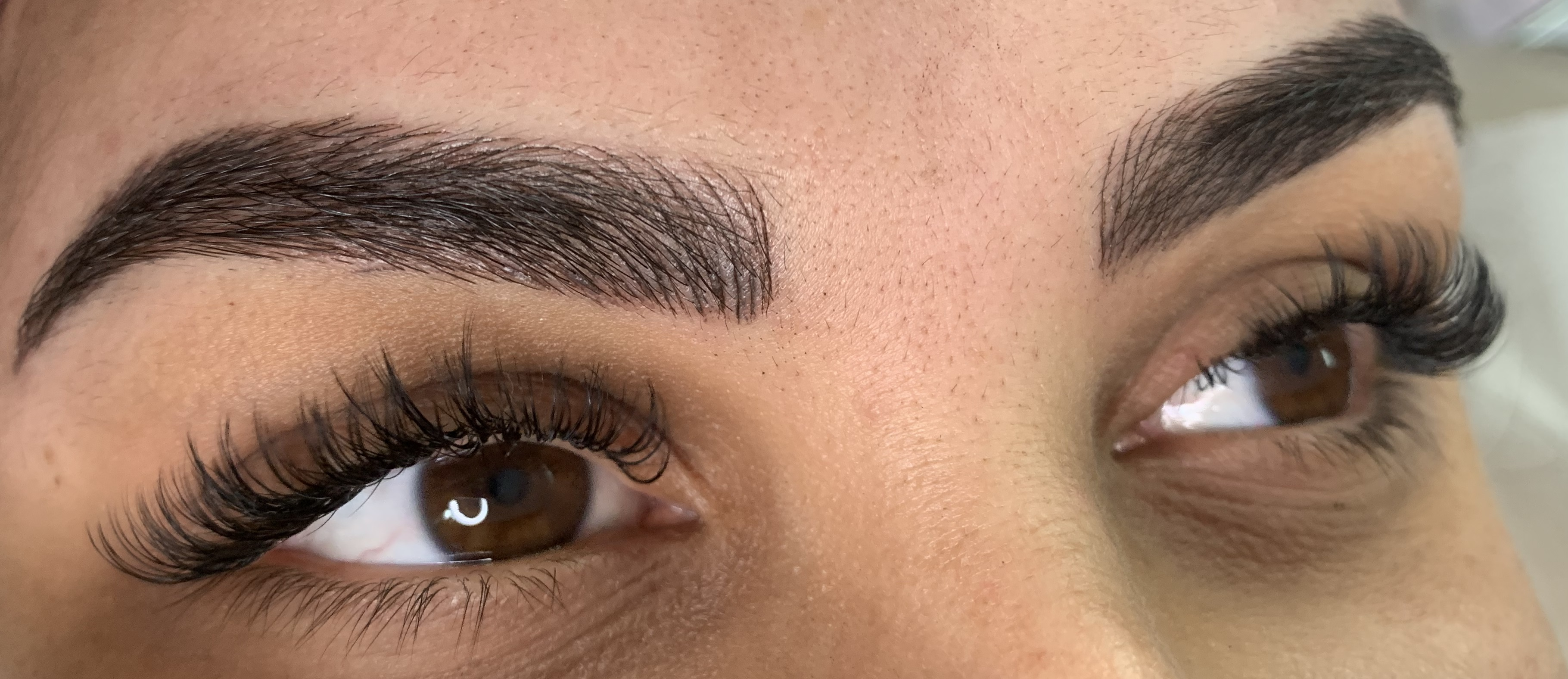 Microblading en wimpers naturel